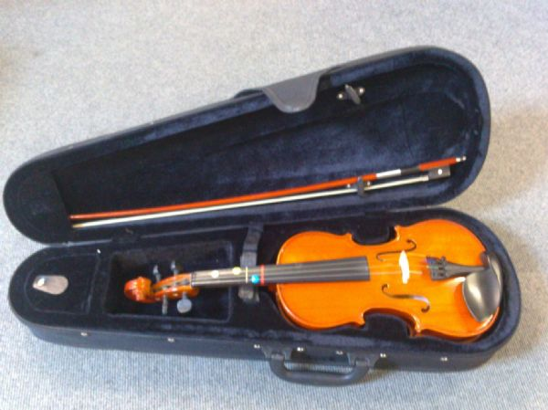 Rental return 1/2 size violin (no brand name!) in new Stagg violin case